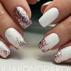 glitter christmas nails, winter nail art , christmas nail art designs 5 practical ways to apply nail polish without errors Es i Christmas Gel Nails, Christmas Nail Art Designs, Holiday Nails, Christmas Ideas, Christmas Holiday, White Christmas, Holiday Acrylic Nails, Xmas Nail Art, Holiday Makeup