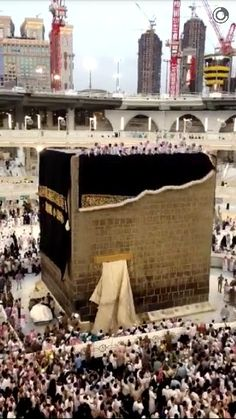 The Changing Covering Of Kaabah On Dhul Hijjah 2015 Mecca Madinah, Mecca Masjid, Islamic Images, Islamic Pictures, Masjid Haram, Muslim Pray, Religious Photos, Beautiful Mosques, World Religions