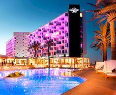 Piscinas frente al mar - Hard Rock Hotel Ibiza Hard Rock Hotel Ibiza, Ibiza Party, Country Hotel, Partying Hard, Most Beautiful Beaches, Vintage Vanity, Beach Hotels, Places To Go, Pools