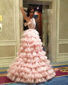 I dislike this skirt. Too many short layers too adherent to a strict a line Evening Dresses, Prom Dresses, Formal Dresses, Prom Dress Couture, Fru Fru, Red Carpet Dresses, Pretty Dresses, Elegant Dresses For Women, Beautiful Gowns