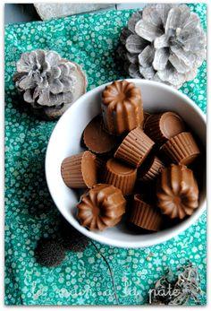 Petits chocolats maison à ba se de trois chocolats, noisettes et crêpes dentelle