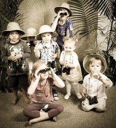 Idée anniversaire d'enfants sur le thème du safari dans la jungle. Offrez à vos enfants des jumelles et un déguisement pour jouer les explorateurs.