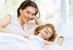 5 sposobów na zabawę z dzieckiem w łóżku o poranku
