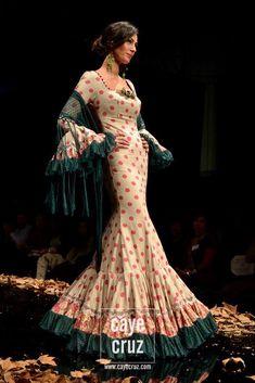 Todo Ideas en diversas tonalidades moda flamenca Larp Fashion, Fashion Outfits, Spanish Dress, Spanish Style, Beautiful Outfits, Cool Outfits, Tango Dress, Spanish Fashion, Global Style