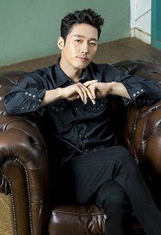 【インタビュー】韓国人気イケメン実力派俳優チャン・ヒョク!主演韓国ドラマ「カネの花~愛を閉ざした男~」(DVD1/5発売)で孤独に生きる復讐者を熱演!「最大限、ポーカーフェイスを維持しました」 – 韓スタ! Korean Male Models, Korean Celebrities, Asian Actors, Korean Actors, Busan, Growing Out Hair, Korean Drama Stars, Fated To Love You, Jung Hyun
