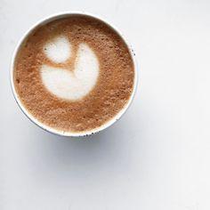 Coffee Cafe, Iced Coffee, Coffee Break, Morning Coffee, Coffee World, But First Coffee, Macaron, Dessert Recipes, Coffee Addiction