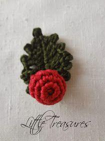 Little Treasures: Crochet Mistletoe and Holly - free pattern ༺✿ƬⱤღ  http://www.pinterest.com/teretegui/✿༻