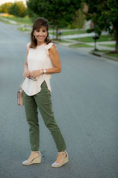 How to Style Olive Pants in the Summer