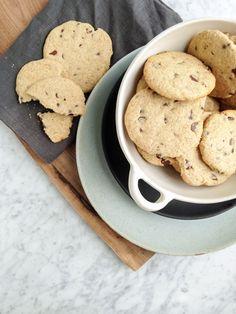 Multigrain chocolate chip cookies #dairyfree #cookies #desserts via @eyecandypopper