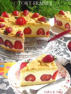 » Tort Fraisier / Tort cu capsuniCulorile din Farfurie Cookie Desserts, Sweet Desserts, Easy Desserts, Sweets Recipes, Cupcake Recipes, Cupcake Cakes, Romanian Food, Yummy Treats, Cheesecake