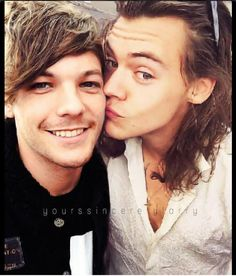 larry stylinson selfie | Harry Styles, Louis Tomlinson, one direction,Larry Stylinson, coppia ...