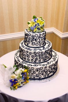 Wedding cake for Embassy Suites Hunt Valley wedding.