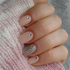 Nude & Glitter Wedding Nails for Brides / http://www.himisspuff.com/wedding-nail-art-desgins/11/