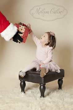 Melissa Calise Photography (Holiday Photoshoot Mini Session Ideas Christmas)love the stool! Baby Christmas Photos, Christmas Portraits, Holiday Pictures, Christmas Minis, Christmas Ideas, Xmas, Mini Session Themes, Holiday Mini Session, Christmas Mini Sessions