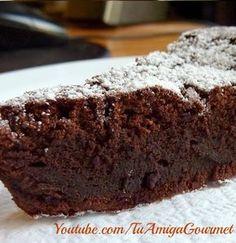 Riquísimo Bizcocho de chocolate, está libre de gluten y de lácteos, y sólo necesitas tres ingredientes.