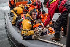 Al menos dos personas, entre ellos un bebé de nueve meses, perecen ahogados en el Egeo en un nuevo naufragio ayer.