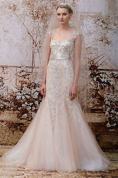 Addicted on this pink embroidery Monique Lhuillier fall 2014 wedding dress.