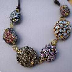 https://flic.kr/p/6Bn4of   Donna..... y yo......   Arcilla Polimérica , metal y cinta de cuero, este collar está inspirado en las creaciones siempre magnificas de Donna Kato pero a mi manera....