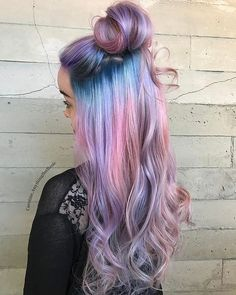 Ombre Hair and Purple Ombre Surely you have noticed how popular purple ombre can be. And today we will talk about what shades of hair purple ombre combine. We will also discuss how to create a purp… Brown Ombre Hair, Purple Ombre, Ombre Hair Color, Cool Hair Color, Purple Hair, Unicorn Hair Color, Pink Blue, Lilac, Cotton Candy Hair