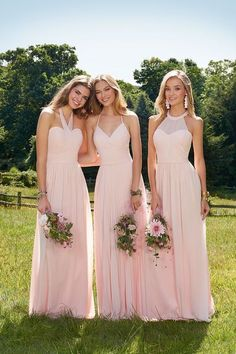 Exclusive Camille La Vie Bridesmaid Dress Promo There's plenty of options for making your squad shine - like our exclusive Camille La Vie bridesmaid dress promo that gives 20 percent off, using Champagne Bridesmaid Dresses, Beautiful Bridesmaid Dresses, Wedding Bridesmaids, Prom Dresses, Bridal Elegance, Minimalist Wedding Dresses, Strictly Weddings, Different Dresses, Camille