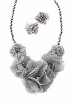 LOVE this fabric flower necklace! So pretty!