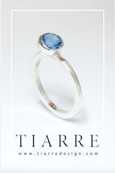 Topaz London Blue intr-o montura inclinata la London Blue, Topaz, Sapphire, Engagement Rings, Jewelry, Author, Enagement Rings, Wedding Rings, Jewlery