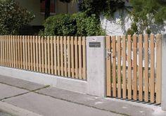 Elegant wooden fence in natural larch- Eleganter Bretterzaun in Lärche natur Elegant wooden fence in natural larch - Back Gardens, Small Gardens, Indoor Garden, Outdoor Gardens, Pergola, Front Fence, Modern Fence, Diy Fence, Fence Ideas