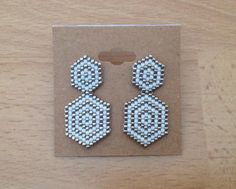 Peyote stitch earrings Miyuki 11 DELICAS white and silver Hand needle weaving Beaded motif dimensions: cm x cm Neat work Seed Bead Jewelry, Bead Jewellery, Seed Bead Earrings, Bead Embroidery Jewelry, Beaded Bracelet Patterns, Beaded Embroidery, Seed Bead Patterns, Beading Patterns, Art Perle