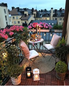 Balkon 45 Awesome Small Balcony Ideas For Apartment – Balkon ideen Apartment Balcony Garden, Apartment Balcony Decorating, Apartment Balconies, Balcony Gardening, Apartment Gardening, Terrace Garden, Herb Garden, Small Balcony Decor, Small Patio