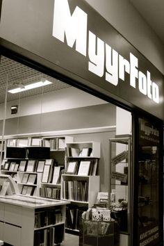 Kaikkea kuvasta!  Myyrfoto on palveleva valokuvausalan erikoismyymälä Kauppakeskus Myyrmannin ensimmäisessä kerroksessa.    puh.09-454 00 160  ark.10-20 la.10-18   su.12-18