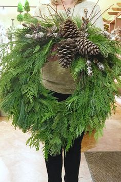15 summer hairstyles for men who look cool - cool hairstyles DIY Fresh Christmas wreath - clean and fragrantTinker eucalyptus wreath with embroidery hoop and salt dough - the perfect Christmas decoration for eve. Outdoor Christmas Wreaths, Large Christmas Wreath, Christmas Greenery, Christmas Tree Farm, Holiday Wreaths, Rustic Christmas, Make Your Own Wreath Christmas, Make A Christmas Wreath, Natural Christmas Tree