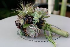 Succulents are definitely a Soolip weakness and this bridal bouquet full of them is no exception! It's by the always stunning Flora Grubb . Purple Wedding Bouquets, Bride Bouquets, Bridal Flowers, Green Wedding, Prom Flowers, Flower Bouquets, Bouquet Wedding, Bouquet Succulent, Flora Grubb