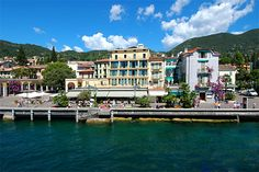 Hotel Du Lac - Gardone Riviera ... Garda Lake, Lago di Garda, Gardasee, Lake Garda, Lac de Garde, Gardameer, Gardasøen, Jezioro Garda, Gardské Jezero, אגם גארדה, Озеро Гарда ... The Hotel Du Lac, situated on the lakeside near the berth of the public shipping line, offers 80 beds. All rooms have sanitary facilities, telephone, colour Tv and are air-conditioned. Panorame terrace with snack bar, lounge, bar and dining room. Buffet breakfast. Gardone Riviera w