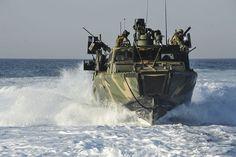 """le Combat Boat 90 (CB90), denominate dalla U.S. Navy """"Riverine Combat Boat"""""""