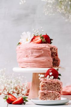 FLUFFY Vegan Strawberry Cake (Gluten-Free)! Fresh strawberries, perfectly sweet, and just 9 ingredients! #minimalistbaker #recipe #plantbased #glutenfree #cake #strawberry Gluten Free Cakes, Gluten Free Desserts, Vegan Desserts, Passover Desserts, Dessert Recipes, Summer Desserts, Delicious Desserts, Hot Pink Cakes, Strawberry Buttercream Frosting