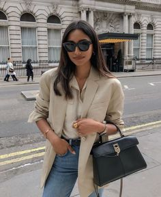 This is one of the easiest and most affordable ways to look chic and expensive. It's also one of the easiest ways to look mature. Mode Outfits, Outfits For Teens, Chic Outfits, Fashion Outfits, Fall Winter Outfits, Autumn Winter Fashion, Summer Outfits, Fall Fashion, Minimalist Outfit