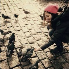 Demet Özdemir....Dikkatli ol, o kuşlar saldırmasın sana!