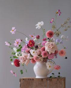 Ikebana Flower Arrangement, Vase Arrangements, Beautiful Flower Arrangements, Flower Vases, Flower Art, Fall Flowers, Beautiful Flowers, Wedding Flowers, Flower Studio