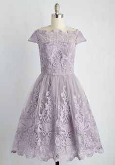 Exquisite Elegance Dress in Lavender. Make an unforgettable entrance in this decadently embroidered dress by Chi Chi London! Vestidos Vintage Retro, Retro Vintage Dresses, Vintage Outfits, Vintage Fashion, 1950s Fashion, Women's Fashion, Pretty Outfits, Pretty Dresses, Beautiful Dresses