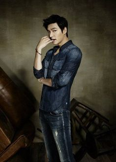 Lee Min Ho is sexy in denim for 'Guess'   http://www.allkpop.com/article/2014/08/lee-min-ho-is-sexy-in-denim-for-guess