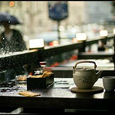 Шум дождя в кафе http://rainycafe.com/