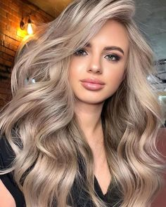 Amazing Beige Blonde Hair Color Trends for Women 2020 Beige Blonde Hair Color, Blonde Hair Looks, Hair Color Balayage, Makeup With Blonde Hair, Hair Color Blondes, Best Blonde Hair, Blonde Hair Lowlights, Highlighted Blonde Hair, Natural Blonde Hair With Highlights