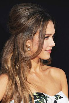 """Jessica Alba arrives at the Premiere of Summit Entertainment's """"Mechanic: Resurrection"""" at ArcLight Hollywood on August 2016 Party Hairstyles, Formal Hairstyles, Wedding Hairstyles, Cool Hairstyles, Celebrity Hairstyles, Jessica Alba Makeup, Jessica Alba Style, Jessica Alba Pictures, Actress Jessica"""