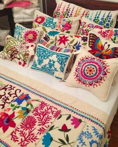 Marvelous Crewel Embroidery Long Short Soft Shading In Colors Ideas. Enchanting Crewel Embroidery Long Short Soft Shading In Colors Ideas. Embroidery Designs, Crewel Embroidery Kits, Embroidery Patterns Free, Shirt Embroidery, Seed Stitch, Cross Stitch, Mexican Home Decor, Mexican Art, Mexican Embroidery