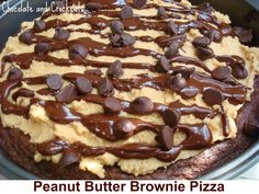 This Peanut Butter #Brownie Pizza looks amazing! #peanutbutter