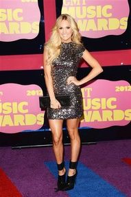 Carrie looks AMAZING! You can never go wrong with sequins for awards. #CMTawards #CarrieUnderwood #Wonderwall