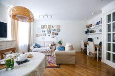 Мы побывали в гостях у фотографа Лены и ведущего Алексея. Их квартира очень светлая и уютная. Смотрите сами.