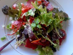 Salade met verse kruiden en knoflooksalami. Made by Elisabetty Ploos van Amstel