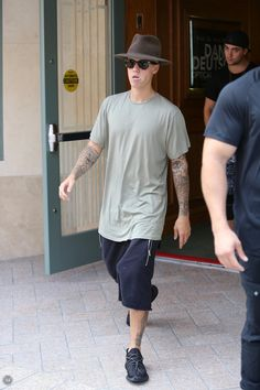 Justin Bieber News, Pictures and Videos | Bieber-news.com — September 11: [More] Justin spotted out in Beverly...