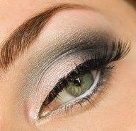 Maquillaje ideal para rubias de ojos verdes